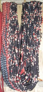 Benang yg sudah diikat dan diberi warna untuk membuat tenun worapi.