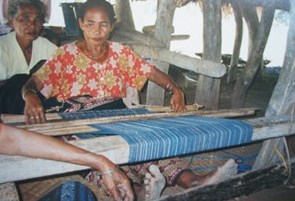 Weaving a wai labe
